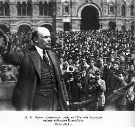 Lenin am Roten Platz in Moskau vor Vseobuch-Truppen (Genaral Military Training) , 25. May 1919